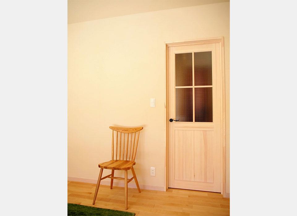 ナチュラルな家具が映えるカフェのようなお家10