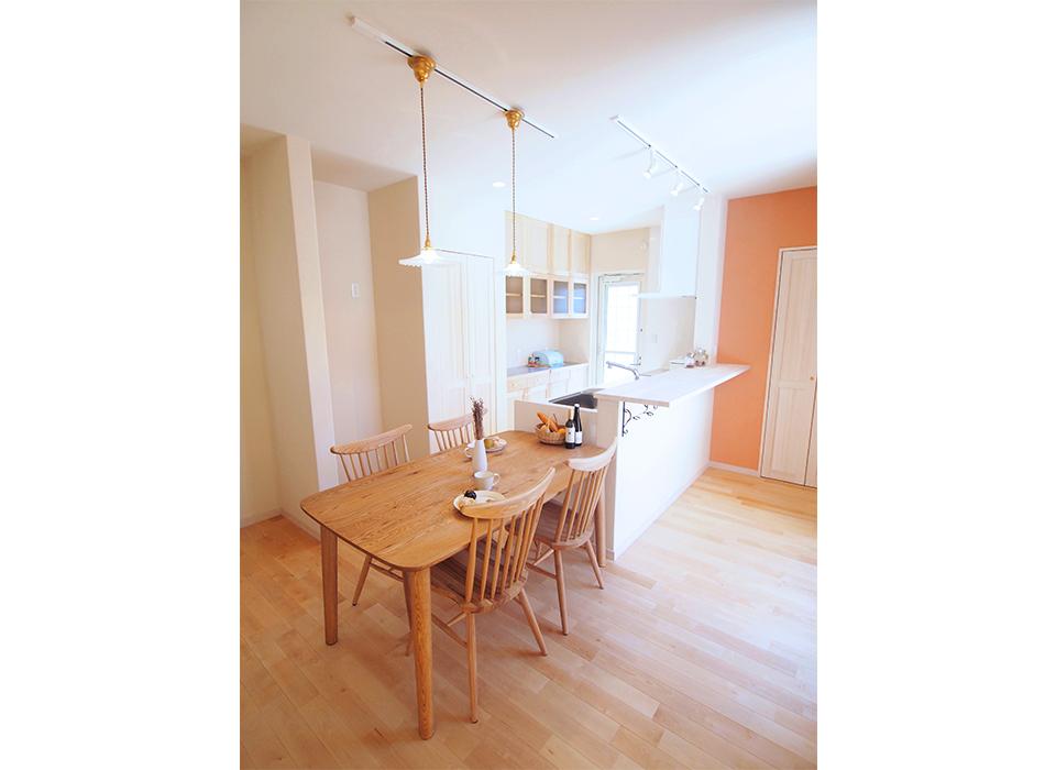 ナチュラルな家具が映えるカフェのようなお家03