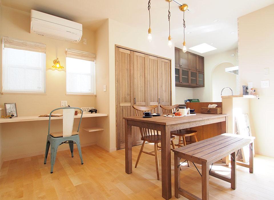 家具の素材感を活かしたフレンチテイストのお家10