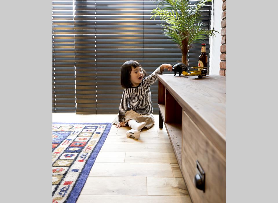 ヴィンテージスタイルの自然素材のかっこいい家06