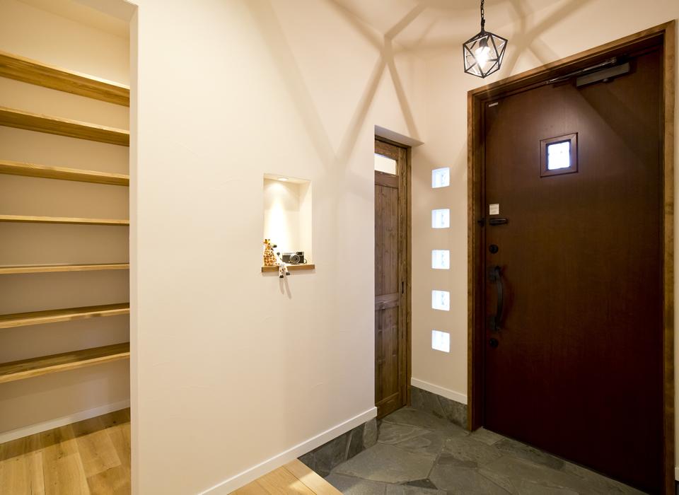 ヴィンテージスタイルの自然素材のかっこいい家09