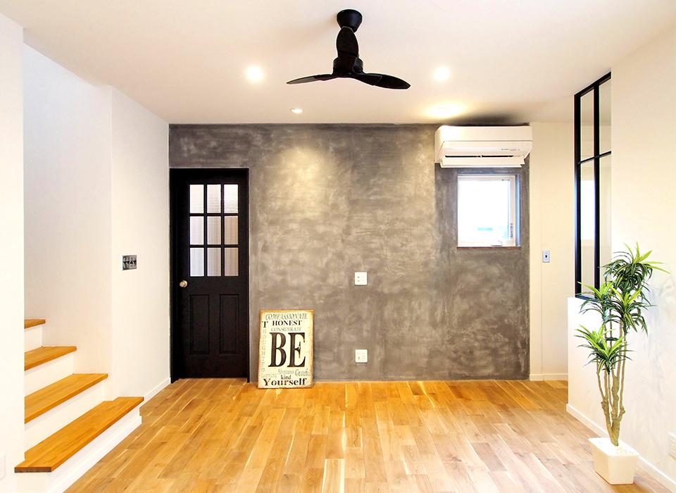 素材感を大切にしたシンプルな家