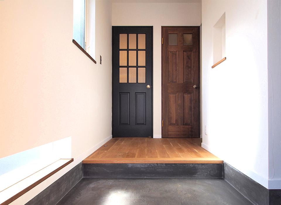 素材感を大切にしたシンプルな家08
