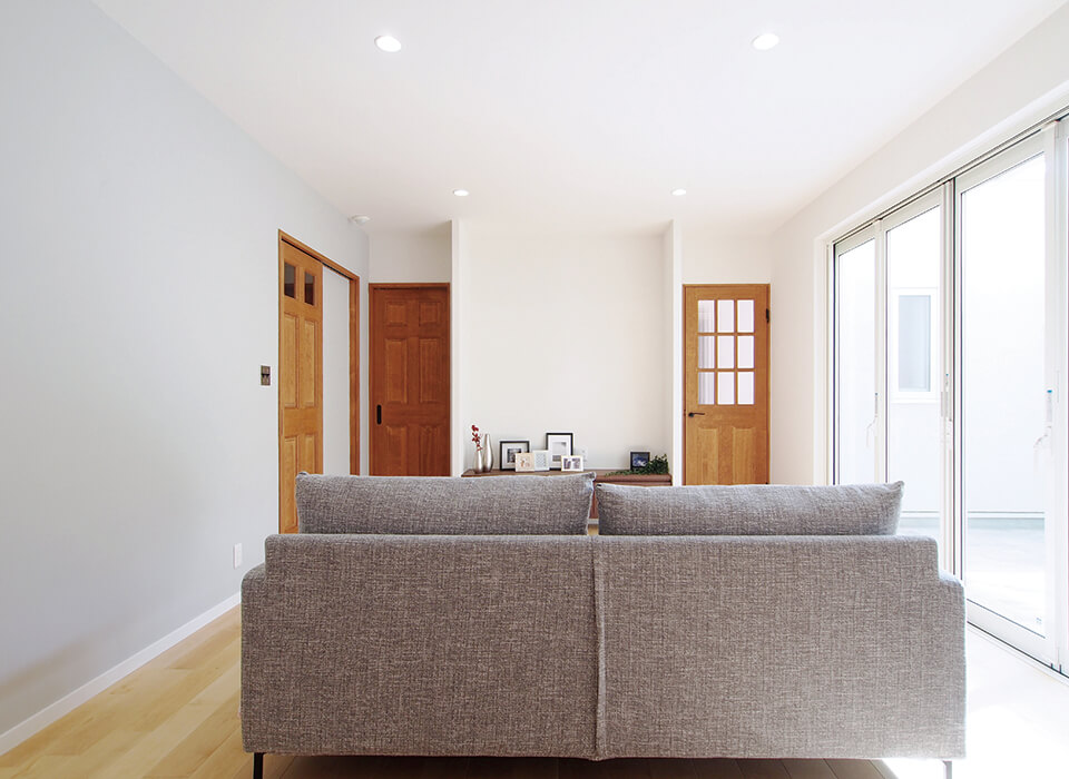 プライベートテラスのある、明るく開放感あふれる家01