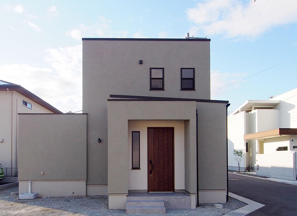 ポイントで色を使った、シンプルヴィンテージスタイルのお家10