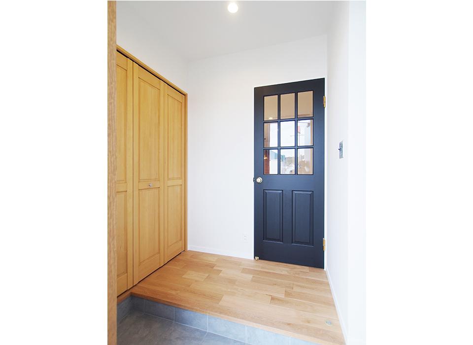 ポイントで色を使った、シンプルヴィンテージスタイルのお家09
