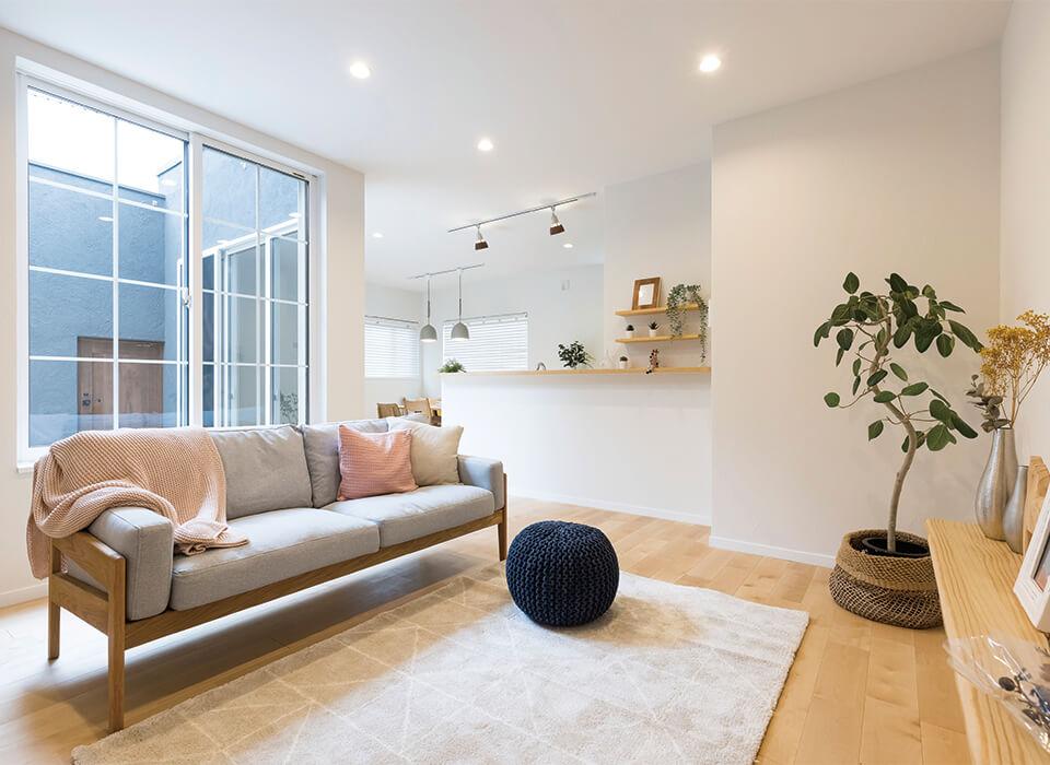 心地よい光と暮らす、北欧スタイルの家01